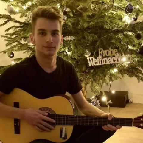 Dániel, 19 éves társkereső férfi - Pusztaszabolcs